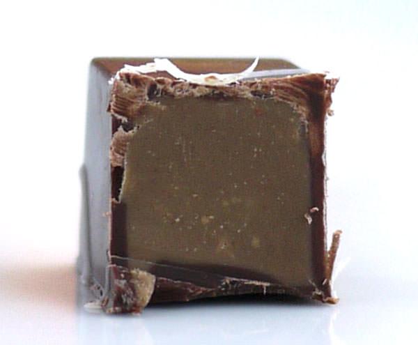 ペック チョコラティーニのピスタチオ 断面図