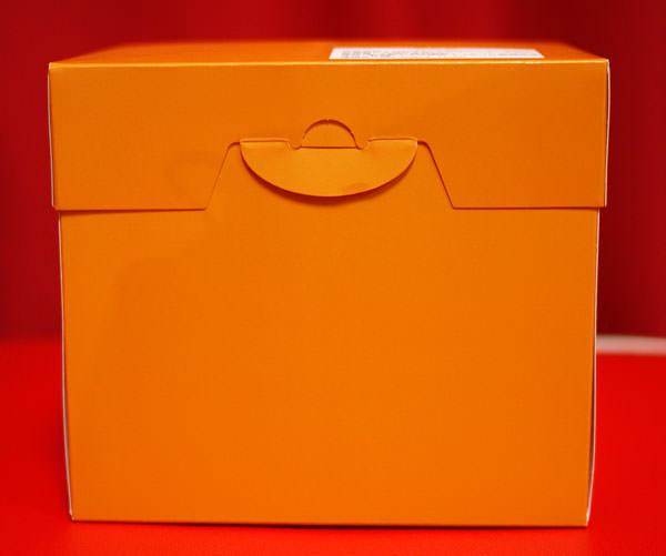 ニコラシャール うさぎシュークリーム オレンジ色の箱
