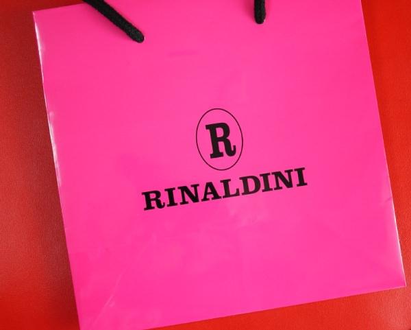 リナルディーニの紙袋はピンクで恥ずかしい