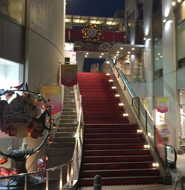 スイーツフォレスト 2階に上がる階段
