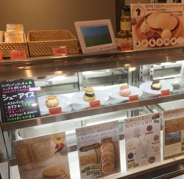 九州パンケーキ シューアイスを売っています